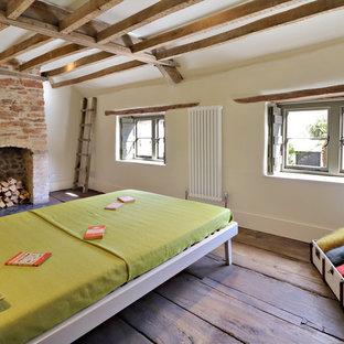 他の地域の小さいラスティックスタイルのおしゃれな寝室のレイアウト