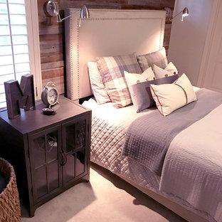 Ejemplo de dormitorio industrial, pequeño, con paredes grises, moqueta y suelo beige