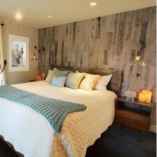 ロサンゼルスの小さいラスティックスタイルのおしゃれな主寝室 (ベージュの壁、濃色無垢フローリング)
