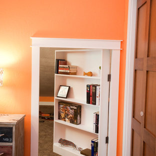 Idee per una camera degli ospiti boho chic di medie dimensioni con pareti arancioni e moquette