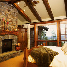 Rustic Bedroom by TKP Architects