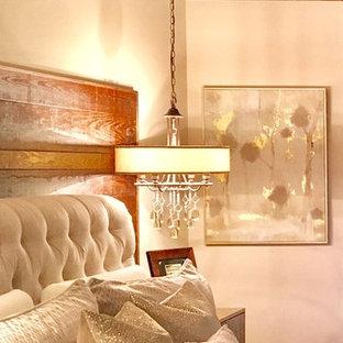 Inspiration pour une chambre mansardée ou avec mezzanine chalet.