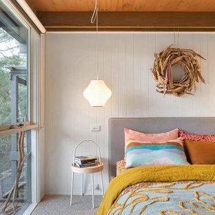 Свежая идея для дизайна: спальня в стиле ретро - отличное фото интерьера