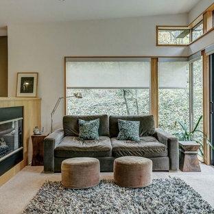 Foto de dormitorio principal, vintage, pequeño, con paredes blancas, moqueta, chimenea de doble cara, marco de chimenea de madera y suelo beige