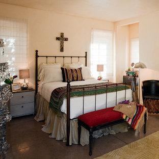 Esempio di una camera da letto stile americano