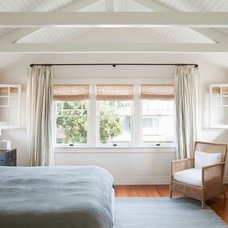 Craftsman Bedroom by Evens Architects