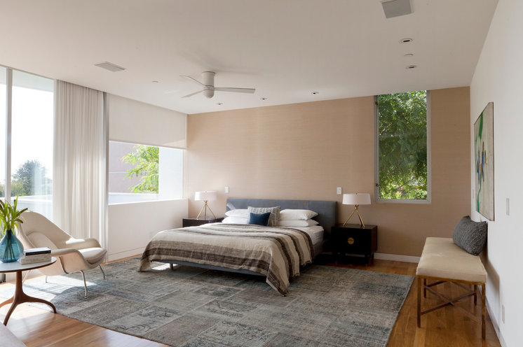 Modern Bedroom by DISC Interiors