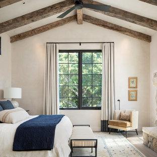 Idéer för ett stort medelhavsstil huvudsovrum, med beige väggar, ljust trägolv, en standard öppen spis, en spiselkrans i sten och beiget golv