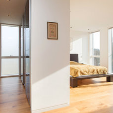 Contemporary Bedroom by Snug Architects