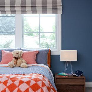 Diseño de dormitorio contemporáneo, de tamaño medio, con paredes azules y moqueta