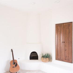 フェニックスのサンタフェスタイルのおしゃれな寝室