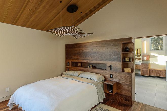 Midcentury Bedroom by Hudson Street Design