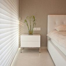 Modern Bedroom by Pratim Studio