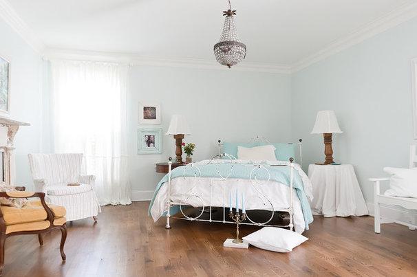 Beach Style Bedroom by Kristie Barnett, The Decorologist