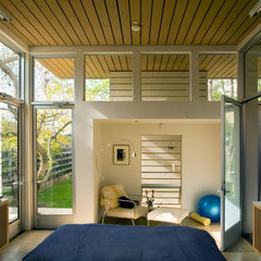 modern bedroom by Paul Welschmeyer ARCHITECTS & energy consultants