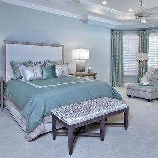 Immagine di una camera da letto classica