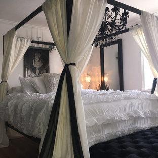 Idee per una camera matrimoniale stile shabby di medie dimensioni con camino sospeso