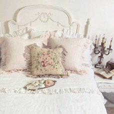 Eclectic Bedroom by The Bella Cottage