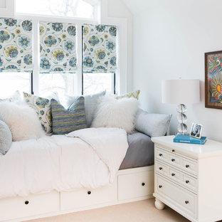 Camera da letto classica con pareti bianche - Foto e Idee per Arredare