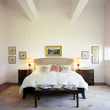 Traditional Bedroom by TMS Architects