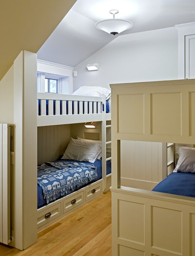 Simple Victorian Bedroom by Smith u Vansant Architects PC