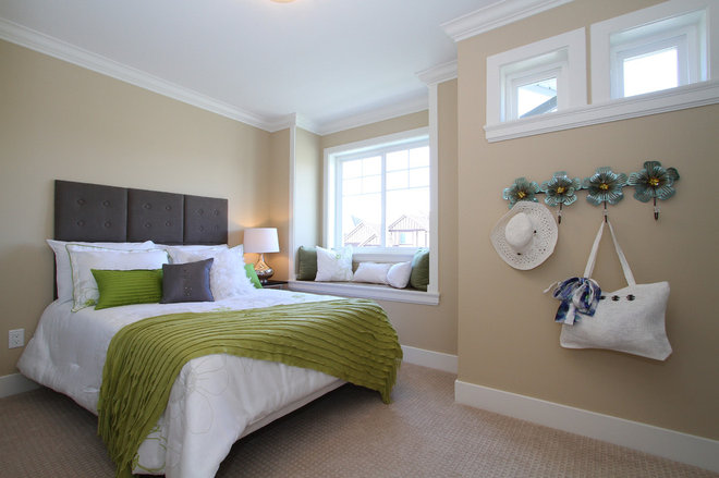 Contemporary Bedroom by KASHMIR DHALIWAL FINE REDESIGN.
