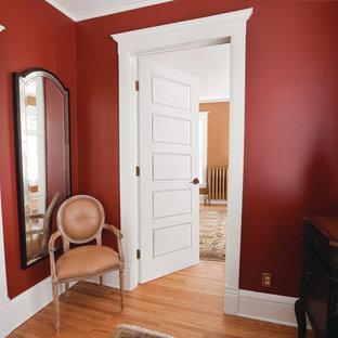 シカゴの小さいヴィクトリアン調のおしゃれな寝室のインテリア