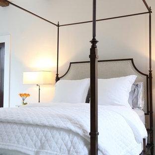 Источник вдохновения для домашнего уюта: большая хозяйская спальня в классическом стиле с серыми стенами, деревянным полом и бирюзовым полом