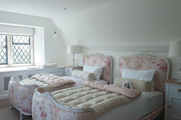 10 Charming Vintage Bedroom Decorating Ideas
