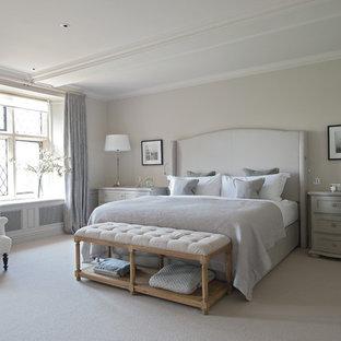 Diseño de dormitorio principal, campestre, extra grande, con moqueta y paredes grises