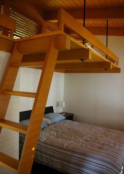 Contemporary Bedroom by Quantum Construction Ltd.