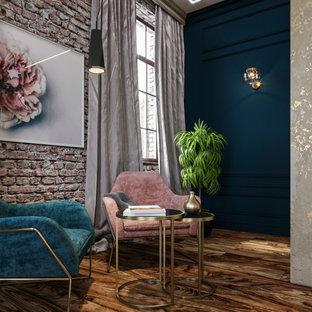Diseño de dormitorio tradicional renovado con chimenea de doble cara