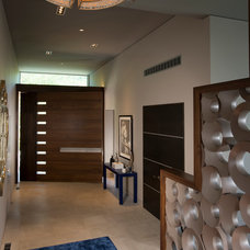 Modern Entry by Maggetti Construction Inc.