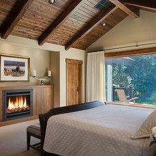Rustic Bedroom by ek Reedy Interiors, Inc.