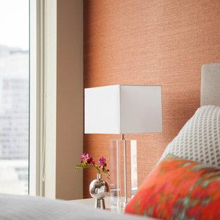 Foto de dormitorio moderno, de tamaño medio, con parades naranjas y moqueta