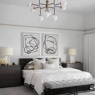Foto de dormitorio principal, actual, con paredes blancas, moqueta y suelo gris