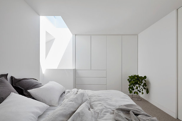 Contemporary Bedroom by Mittelman Amsellem Architects