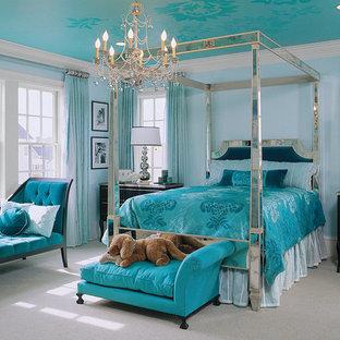 Inspiration för ett vintage sovrum, med blå väggar och heltäckningsmatta