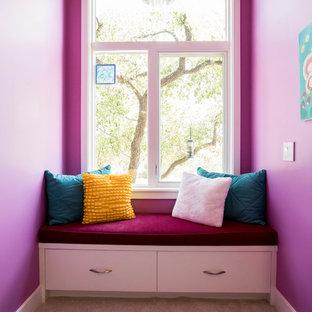 Ejemplo de habitación de invitados minimalista, grande, sin chimenea, con paredes rosas, moqueta y suelo beige
