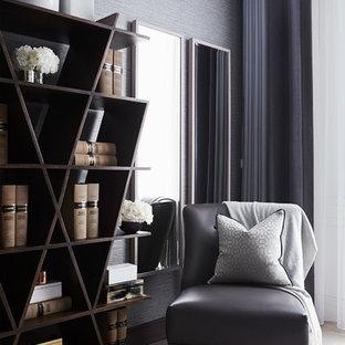 Foto de dormitorio clásico renovado con paredes grises y moqueta