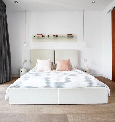 Modern Schlafzimmer by Caledon Build