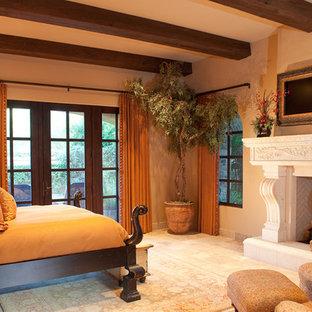 Foto de dormitorio principal, tradicional, extra grande, con paredes marrones, suelo de baldosas de terracota, chimenea de doble cara y marco de chimenea de piedra
