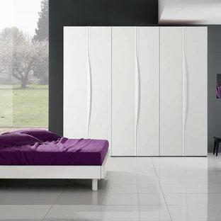 Example of a minimalist bedroom design in New York