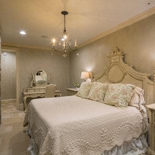 Foto de habitación de invitados clásica, grande, sin chimenea, con paredes beige y suelo de pizarra