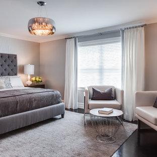 Cette photo montre une chambre chic avec un mur gris.