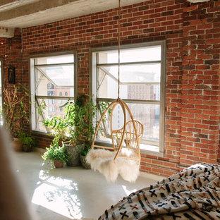 На фото: с высоким бюджетом маленькие спальни на антресоли в стиле лофт с красными стенами, бетонным полом и белым полом без камина