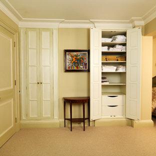 Ispirazione per una camera degli ospiti tradizionale di medie dimensioni con moquette e nessun camino