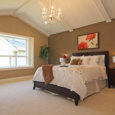 Traditional Bedroom by KASHMIR DHALIWAL FINE REDESIGN.