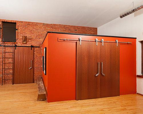 Chambre mansard e ou avec mezzanine avec un mur orange - La residence farquar lake de altus architecture design ...
