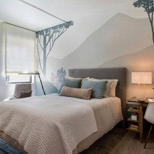 Foto de habitación de invitados moderna, pequeña, con paredes beige y suelo vinílico